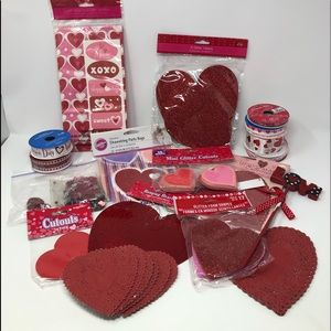 🆕Lg Bundle of Misc Valentines Day Misc.